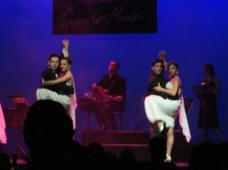 Tango dancers. Esquina Homero Manzí